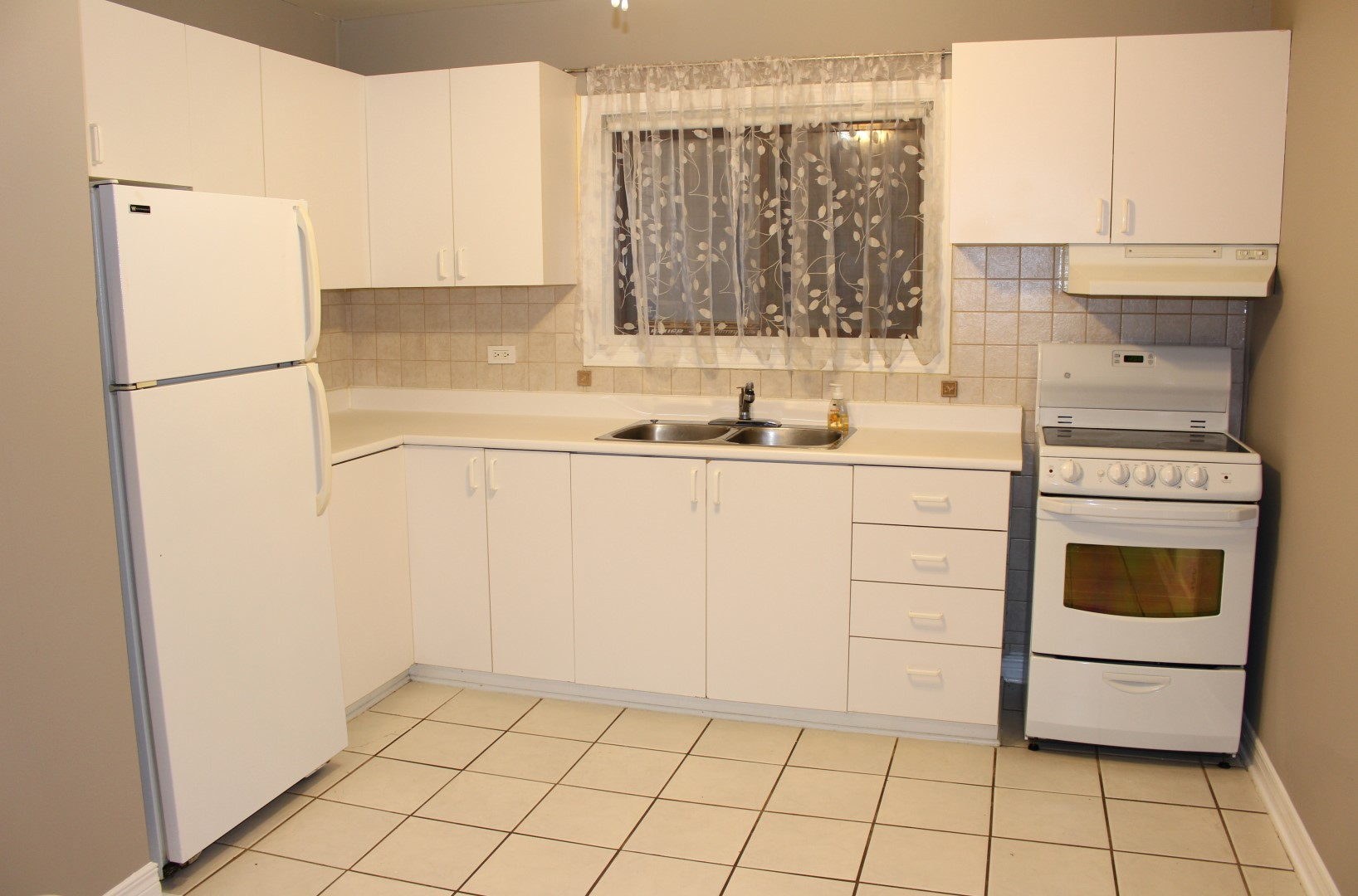 Spacious 2 bedroom rental in Beechwood Village! ** #996E32